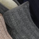 Botita de casa velcro oculto en lana.