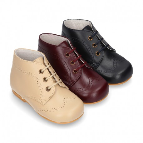 Classic Nappa leather ankle boots to dress with chopped design for first steps.
