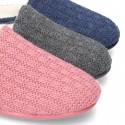Zapatilla de casa abierta en lana estructurada.