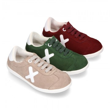New TRENDY Casual suede leather Tennis shoes with shoelaces closure.