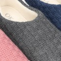 Zapatilla de casa cerrada en lana estructurada.