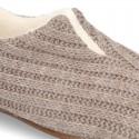 Zapatilla de casa cerrada con abertura en lana.