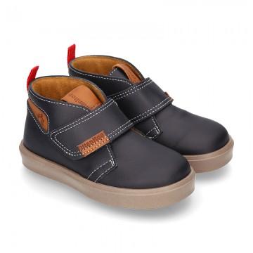 Bota tipo zapatilla con velcro en PIEL NAPA.