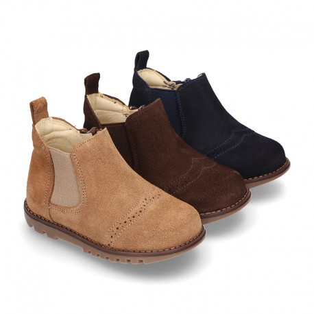 Ankle boot shoes for first steps with elastic band and zipper in Suede leather.
