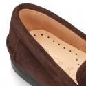 Mocasín borlas mayores suela gruesa en piel serraje.