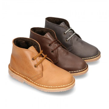 Classic kids Safari boots with faux fur lining in tanned nappa leather.