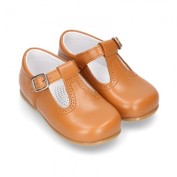 New Classic Nappa Leather T-strap shoes with buckle fastening in cowhide color.