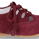 Suede leather English style shoes without tongue and tassels.