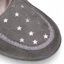 Little ankle boots Wallabee style with ties closure and STARS print design.