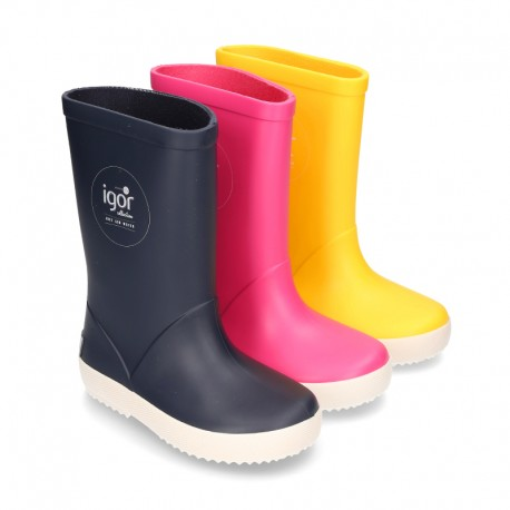 NAUTICAL style rain boots for kids.