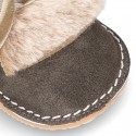 Botita Safari primeros pasos con lengüeta de PELO en piel serraje.