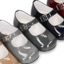 Classic little Mary Janes with chopped design in patent leather.