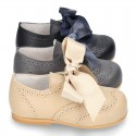 Classic little ENGLISH style shoes with ties in nappa leather.