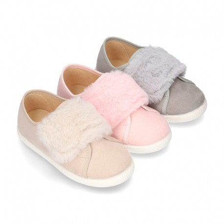 New Autumn-winter canvas FASHION tennis shoes with velcro closure and fake hair design.