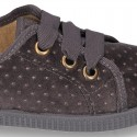 Casual BAMBA type shoes with shoelaces in shiny velvet canvas.