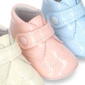 Little ankle boots for babies with velcro strap closure in patent leather.