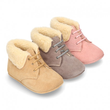 New Little desert boots for babies with fake hair lining and non slip sole in Suede leather.