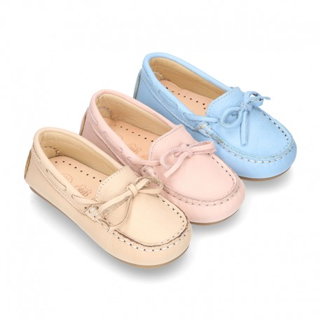 EXTRA SOFT nappa leather Moccasin shoes with bows for little kids in pastel colors.