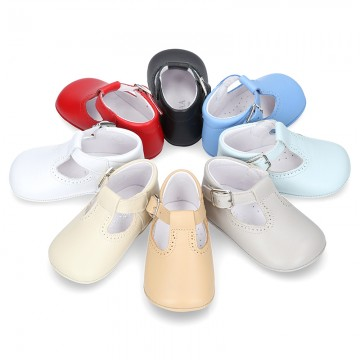 Nappa leather Pepito or T-strap shoes with buckle fastening for babies.
