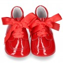 Little ankle boots for babies in red patent leather.