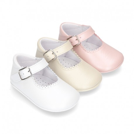 Little Mary Janes for baby in nappa leather with pearl effect.