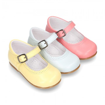 Fashionable Halter little Mary Jane shoes with buckle fastening in nappa leather.