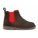 Ankle boot shoes with elastic band, stitching and outsole in contrast in suede leather.