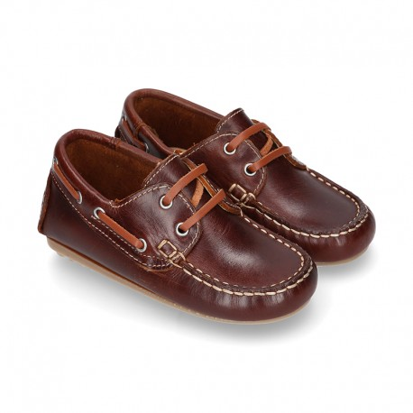 Classic cowhide leather Boat shoes with shoelaces and driver type soles for Spring summer.