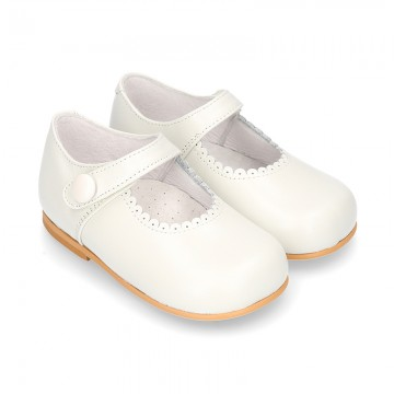 Classic IVORY Nappa leather little Mary Janes with waves design.
