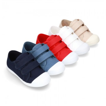 Cotton Canvas Sneaker with toe cap and laceless.