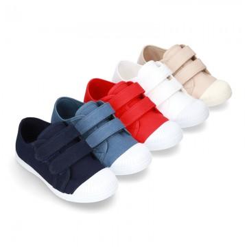 Zapatilla con puntera y sin cordones en lona algodón.