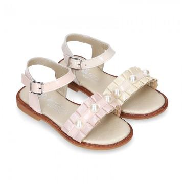 Sandalia Niña en piel ante metalizado con diseño con pliegues y PERLAS.
