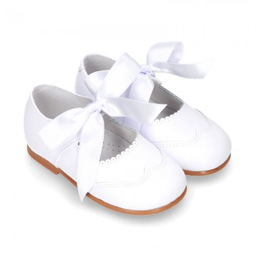 Classic little Mary Jane shoes ANGEL STYLE in WHITE patent leather.