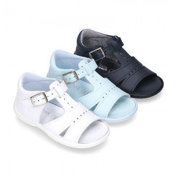 Washable leather sandals with open toe cap and buckle fastening with SUPER FLEXIBLE soles.