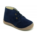 Ankle boot shoes for first steps with toe cap, counter and laces in suede leather.