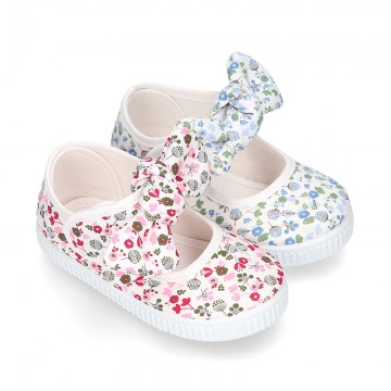FLOWERS Cotton canvas Little Mary Janes with velcro strap and bow.