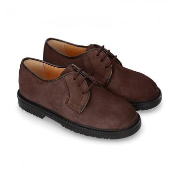 Zapato colegial tipo Blucher con cordones en piel lisa Boxcalf.