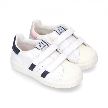 Washable leather tennis shoes laceless and with stripes design.