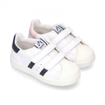 Zapatilla niños colegial sin cordones con rayas laterales en piel lavable.