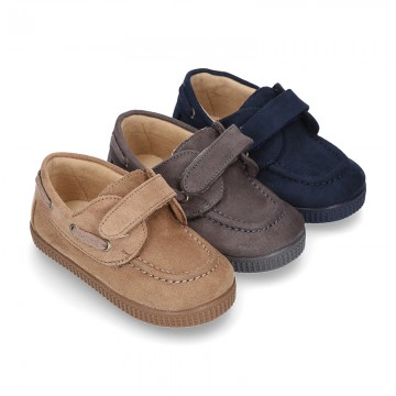 Autumn winter canvas boat shoes with VELCRO strap.