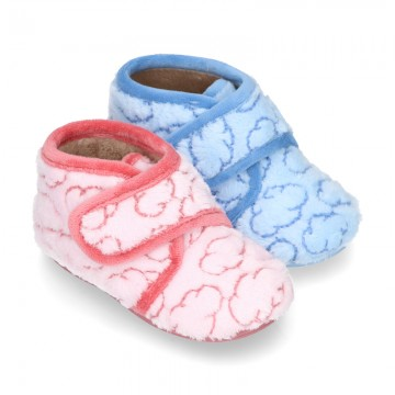 New Wool knit ankle home shoes with velcro strap and little CLOUDS design.