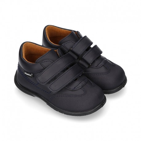Washable leather school shoes tennis style laceless for little kids.