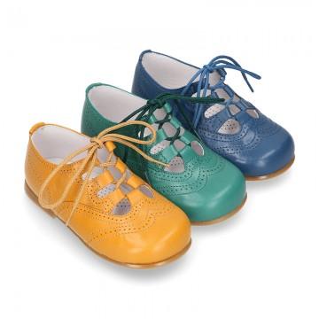 Zapatito tipo INGLÉS niños en colores OTOÑALES con cordones en piel napa.