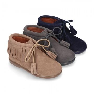 Fringed design Booties with shoelaces closure with TASSELS in suede leather for kids.