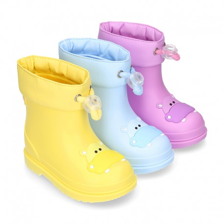 Little HIPPO Rain boots design with adjustable neck for little kids.