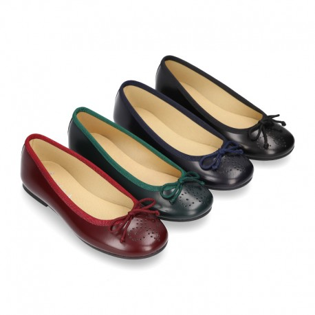 Classic satin leather ballet shoes with english perforated design.