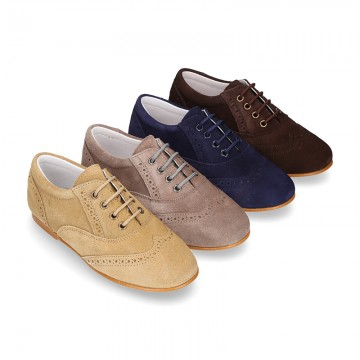 Laces up oxford shoes in suede leather for girls.
