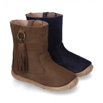 Suede leather boot shoes with side buckle with fringed design for girls.
