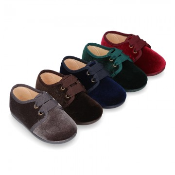 Laces up shoes in velvet canvas for little Kids.