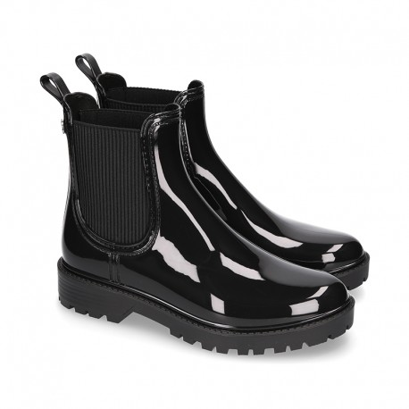 SHINY Ankle rain boots with elastic band and MOUNTAIN soles design.
